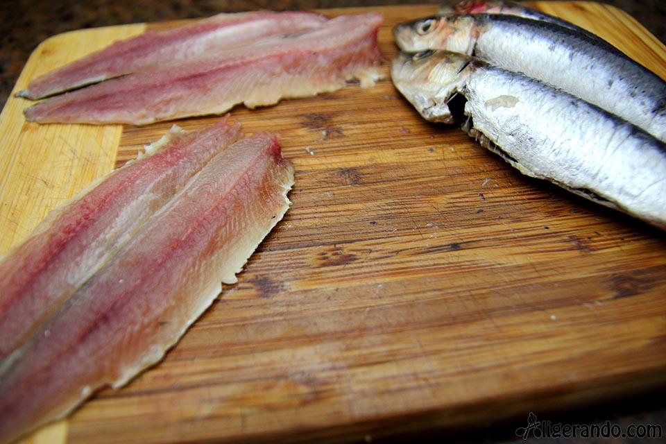 Torrijas de tomate con sardinas, torrijas de tomate, torrija, torrijas, torrijas saladas, receta con tomate, tomate, zumo de tomate, sardinas, receta con sardinas, torrijas con sardinas, sardinas en salmuera, salmuera, sardinas en aceite de oliva, salmuera, receta salmuera, receta pescado, receta con lima, lima, receta con zumo de tomate, pan torrijas, aligerando, receta baja en calorías, recipe, recetas, cocina ligera, receta baja en grasa, receta con número de calorías, calorías, cocina sana, receta sana, receta rica y sana, rico, sano, saludable, cocina ligera, receta light, light.