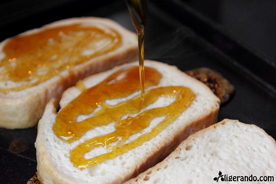 Torrijas de miel, receta de torrijas, receta con miel, miel, torrijas dulces, torrija, torrijas, pan torrijas, aligerando, receta baja en calorías, recipe, recetas, cocina ligera, receta baja en grasa, receta con número de calorías, calorías, receta calorías, cocina sana, receta sana, receta rica y sana, rico, sano, saludable, cocina ligera, receta light, light, receta rápida, receta fácil, receta dulce, dulce.