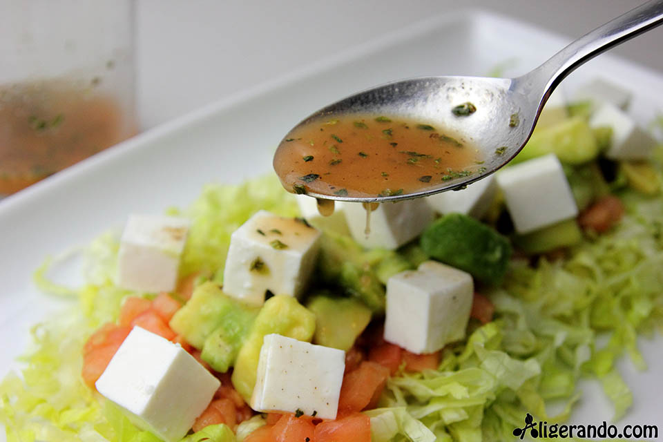 Ensalada de aguacate y queso fresco, ensalada, receta aguacate, aguacate, ensalada aguacate, receta queso, queso fresco, ensalada queso fresco, receta sésamo, sésamo, lechuga, receta lechuga, receta tomate, tomate, aligerando, restando calorías, recipe, receta, recipes, recetas, cocina ligera, receta baja en grasa, receta con número de calorías, calorías, receta calorías, cocina sana, receta sana, receta rica y sana, rico, sano, saludable, healthy, healthy food, receta light, light, receta saludable, receta foto, fotoreceta, receta paso a paso, receta baja en calorías, receta fácil, receta rápida, receta fresca, recetas frescas, recetas verano, receta verano, recetas para perder peso, recetas perder peso, receta perder peso, sin gluten.