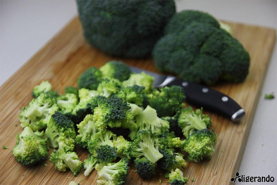 Crema de brócoli y manzana, crema, brócoli, manzana, aligerando, restando calorías, recipe, receta, recipes, recetas, cocina ligera, receta baja en grasa, receta con número de calorías, calorías, receta calorías, cocina sana, receta sana, receta rica y sana, rico, sano, saludable, healthy, healthy food, receta light, light, receta saludable, receta foto, fotoreceta, receta paso a paso, receta fácil, adelgazar, adelgazar comiendo, recetas para perder peso, receta para perder peso, recetas perder peso, receta perder peso, sin gluten, gluten free, sin lactosa, comida real, real food, receta tupper, receta táper, tupper, táper, receta baja en calorías.