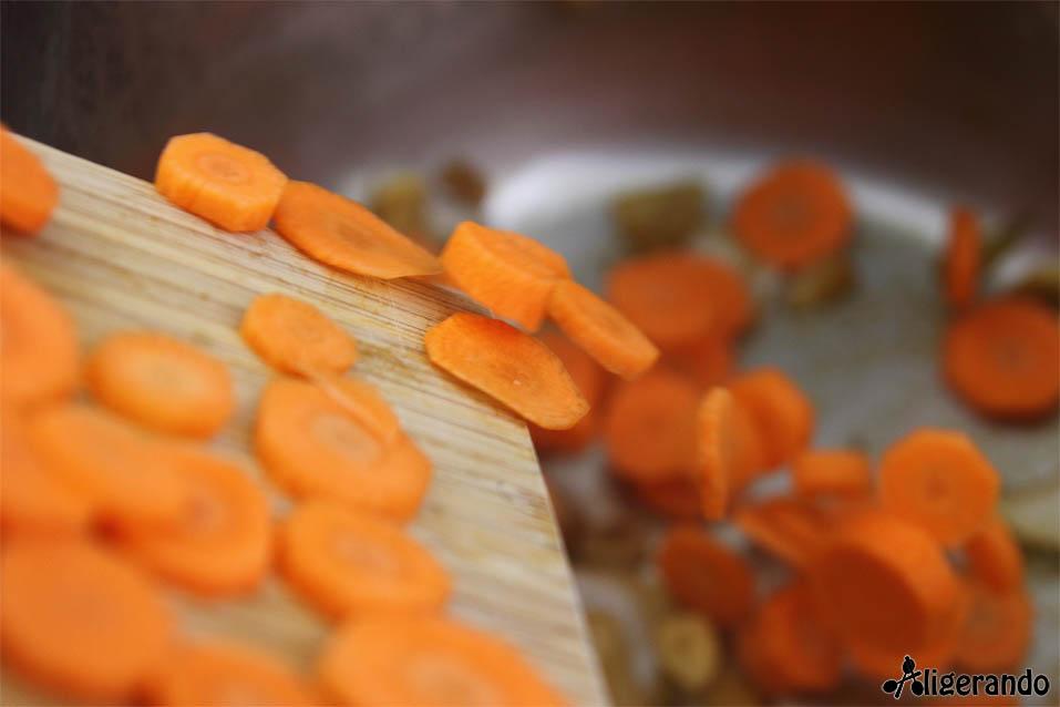 Crema de lentejas y zanahoria, lentejas, receta con lentejas, zanahoria, receta con zanahoria, aligerando, restando calorías, recipe, receta, recipes, recetas, receta para dos, para 2, cocina ligera, receta baja en grasa, receta con número de calorías, calorías, receta calorías, cocina sana, receta sana, receta rica y sana, rico, sano, saludable, healthy, healthy food, receta light, light, receta saludable, receta paso a paso, receta fácil, adelgazar, adelgazar comiendo, receta para perder peso, recetas perder peso, receta perder peso, comida real, real food, receta rápida, sin lactosa, sin gluten, gluten free, receta tupper, receta táper, tupper, táper, receta baja en calorías.