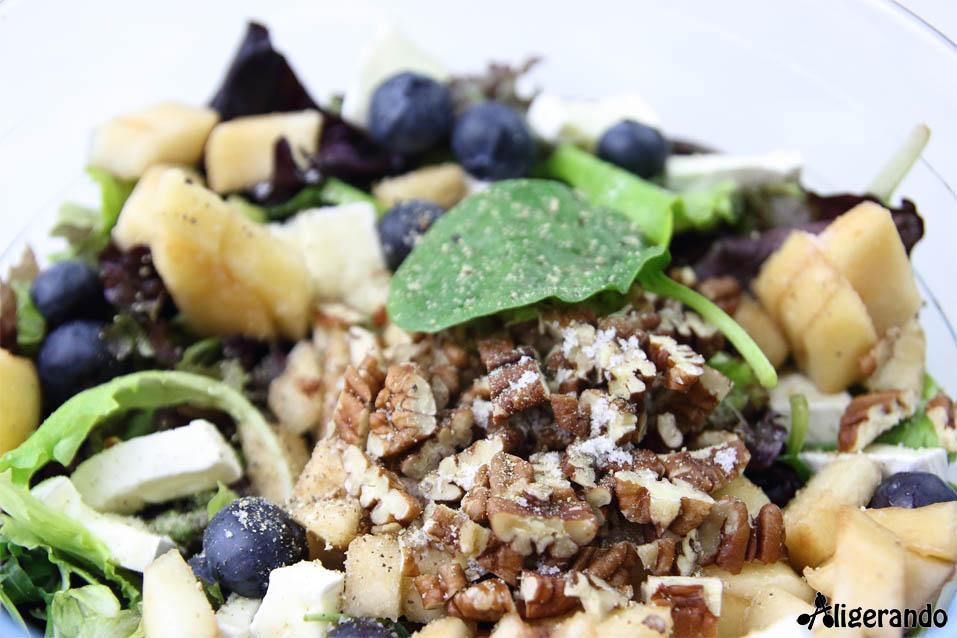 Ensalada de pera y queso brie, pera, queso brie, nueces, arándanos, aligerando, restando calorías, recipe, receta, recipes, recetas, receta para dos, para 2, cocina ligera, receta baja en grasa, receta con número de calorías, calorías, receta calorías, cocina sana, receta sana, receta rica y sana, rico, sano, saludable, healthy, healthy food, receta light, light, receta saludable, receta paso a paso, receta fácil, adelgazar, adelgazar comiendo, receta para perder peso, recetas perder peso, receta perder peso, comida real, real food, receta rápida, receta tupper, receta táper, tupper, táper, receta baja en calorías, sin gluten, gluten free.