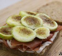 Sándwich de jamón, higo y queso (3)