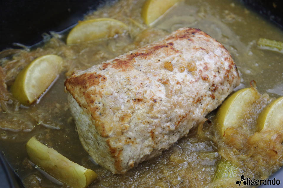Lomo de cerdo con manzana, lomo, apio, manzana, cerdo, asado. lomo asado con manzana, aligerando, restando calorías, recipe, receta, recipes, recetas, cocina ligera, receta con número de calorías, calorías, receta calorías, cocina sana, receta sana, receta rica y sana, rico, sano, saludable, healthy, healthy food, receta light, light, receta saludable, receta fácil, adelgazar, adelgazar comiendo, comida real, real food, receta rápida, receta paso a paso, sin lactosa, sin gluten, gluten free, receta baja en grasa, receta baja en calorías, receta horno, horno.