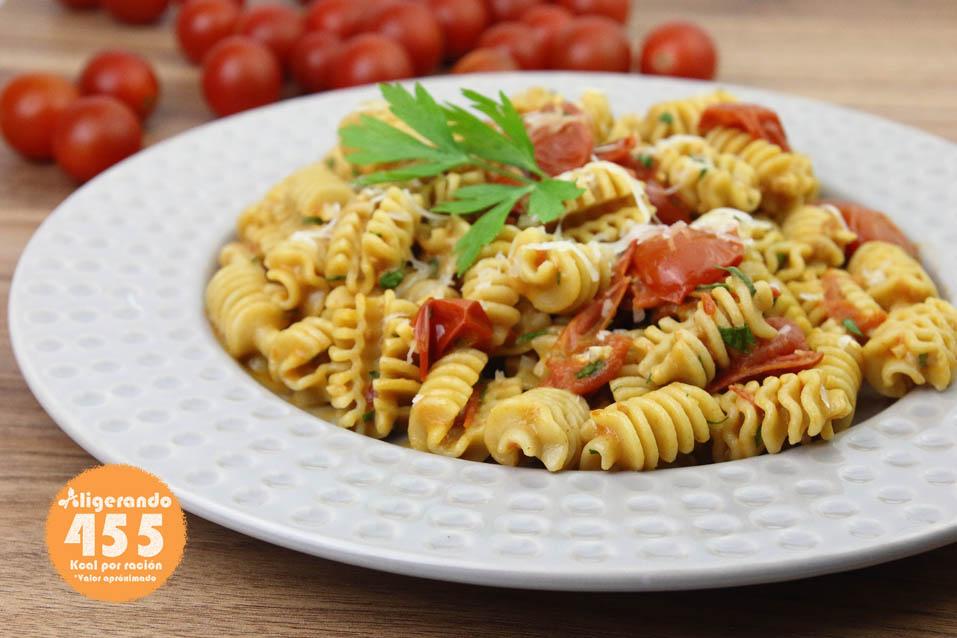 Pasta integral, tomates cherry, anchoa, mascarpone, queso, receta con tomates cherry, receta de pasta, receta con anchoa, receta con queso, aligerando, restando calorías, recipe, receta, recipes, recetas, cocina ligera, receta con número de calorías, calorías, receta calorías, cocina sana, receta sana, receta rica y sana, rico, sano, saludable, healthy, healthy food, receta light, light, receta saludable, receta fácil, adelgazar, adelgazar comiendo, comida real, real food, receta rápida, receta paso a paso, receta baja en grasa, receta baja en calorías, receta tupper, receta táper, tupper, táper, receta para dos, para 2, receta para perder peso, recetas perder peso, receta perder peso.